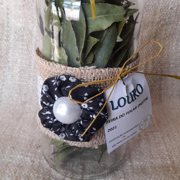 Frasco de vidro com folhas de louro - 5€